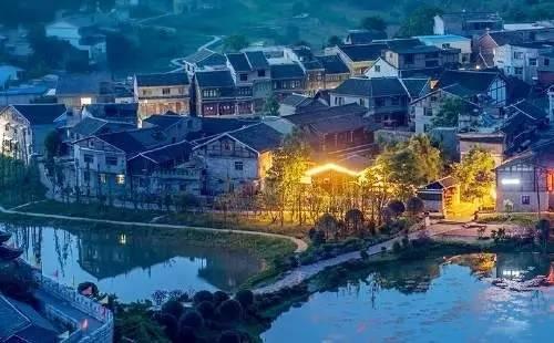 贵阳、黄果树、遵义、甲秀楼+桂林、阳朔、漓江火车10日游